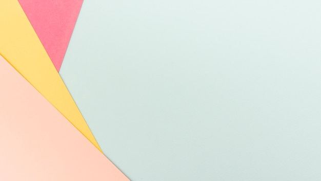 Conjunto de hojas de papel pastel con espacio de copia