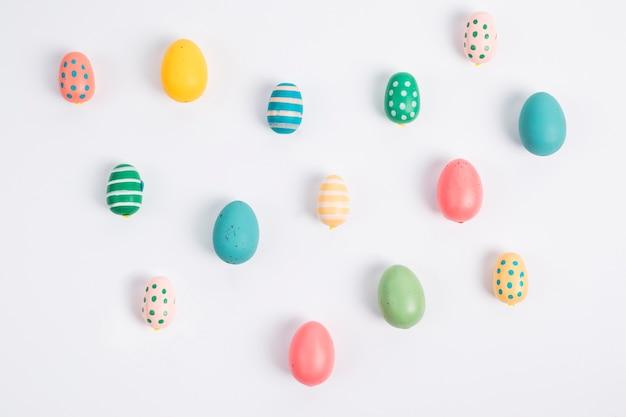 Conjunto de huevos de pascua brillantes