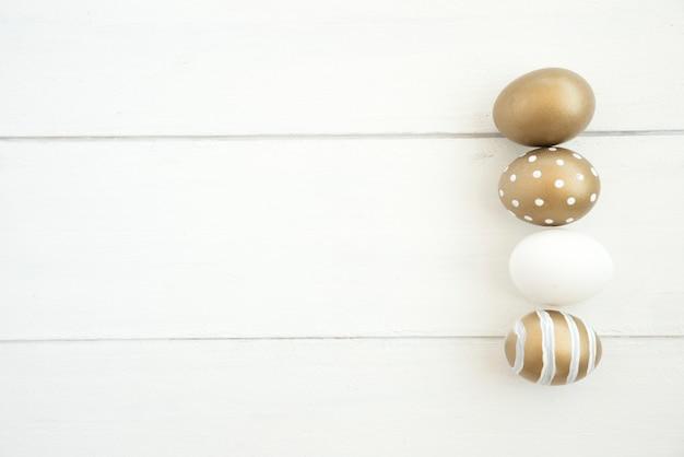 Conjunto de huevos de pascua marrón