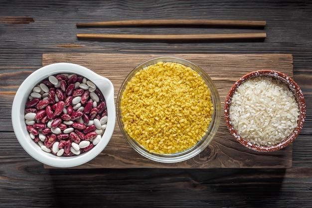 Conjunto de ingredientes vegetarianos orgánicos tradicionales super food en oriente medio y cereales de cocina asiática