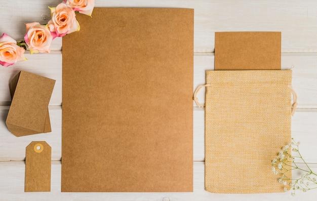 Conjunto lindo de papelería en blanco
