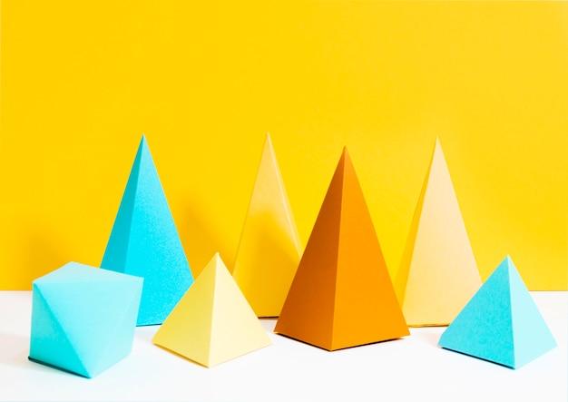 Conjunto de papel colorido triángulo