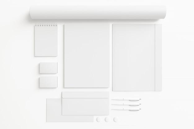 Conjunto de papelería en blanco aislado en blanco.