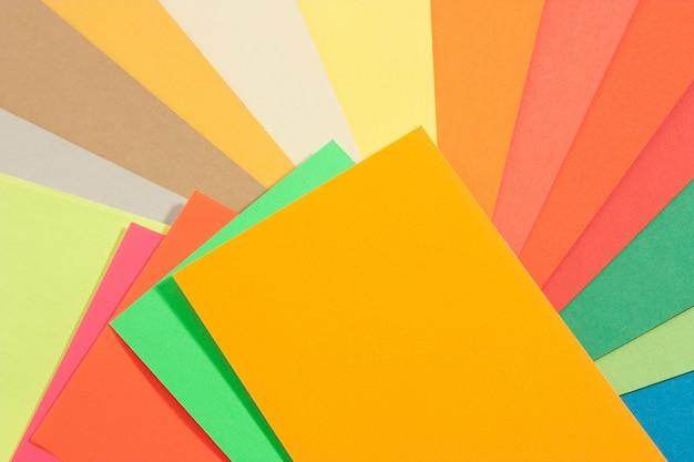 Conjunto de papeles de colores