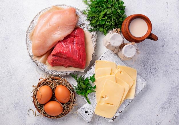 Conjunto de productos agrícolas. carne, huevos y leche.