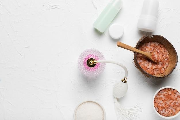 Conjunto de productos naturales y cosméticos.