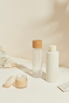 Conjunto de recursos de diseño de paquetes para el cuidado de la piel.