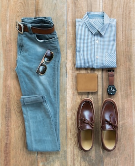 Conjunto de ropa y accesorios de hombre de moda