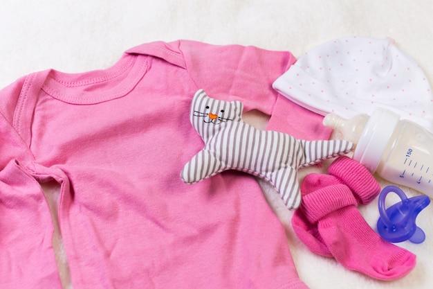 Conjunto de ropa de moda y cosas para niños para niña pequeña