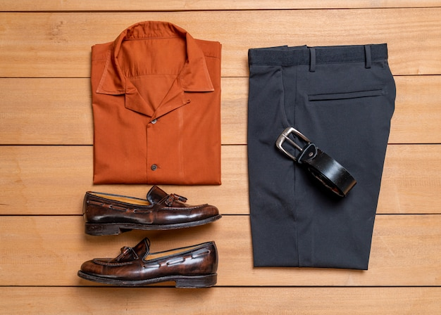 Conjunto de ropa y moda de hombres casuales hermosos