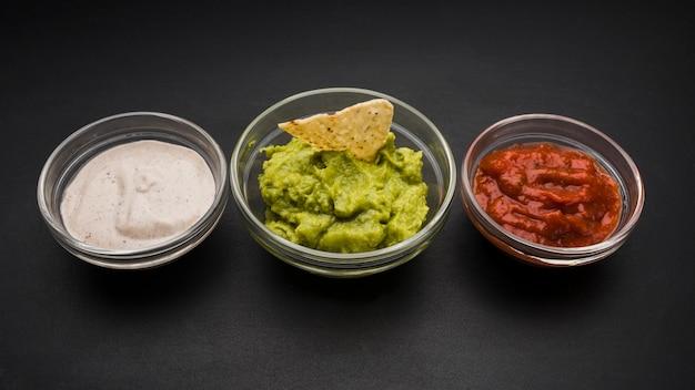 Conjunto de salsas en cuencos