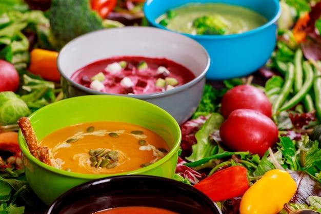 Conjunto de sopas de cocinas de todo el mundo, comida sana.