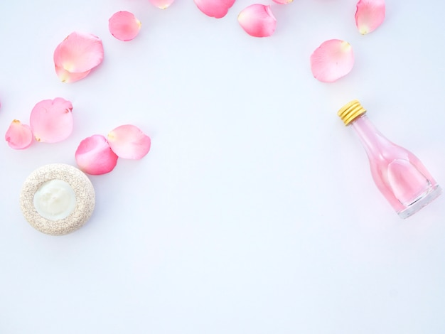 Conjunto de spa natural de popurrí de velas aromáticas y rosas