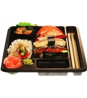 Conjunto de sushi tradicional japonés