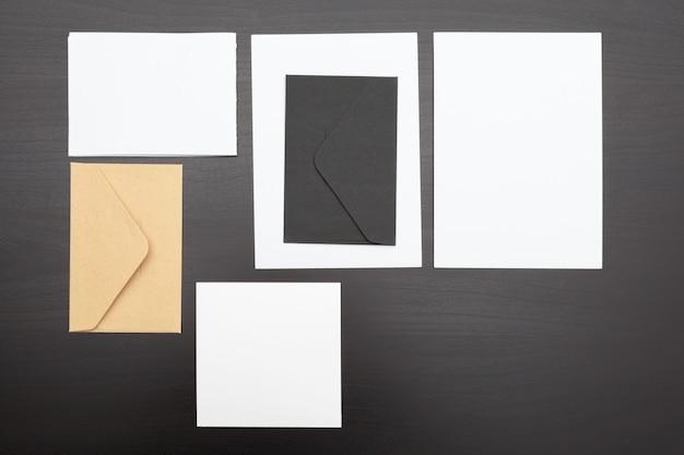 Conjunto de tarjetas de papelería de marca, papeles y documentos