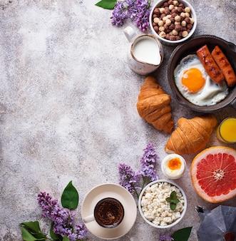 Conjunto de varios desayunos saludables