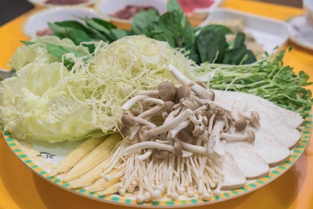 Conjunto de verduras para sukiyaki