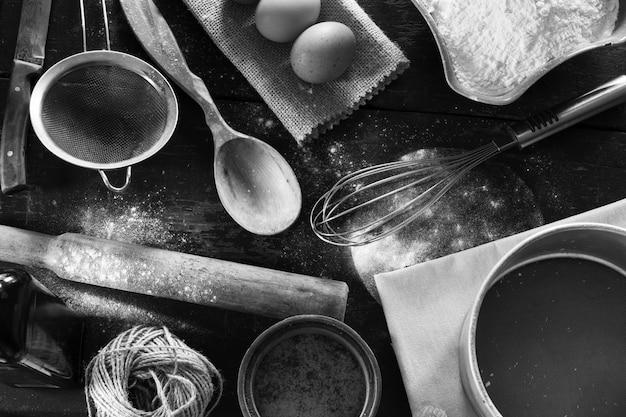 Un conjunto de la vieja opinión del primer de los items de la cocina de arriba.