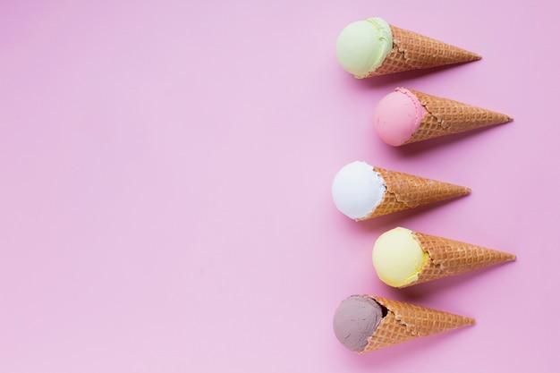 Conos de helado con espacio de copia