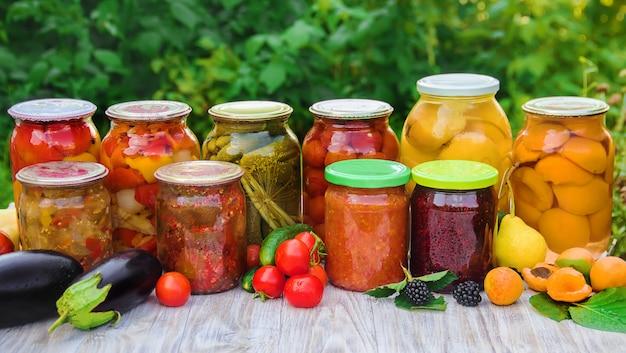 Conservación de hortalizas. espacios en blanco enfoque selectivo de la naturaleza