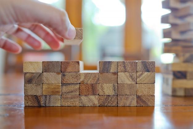 Construcción de bloques de madera, plan y estrategia