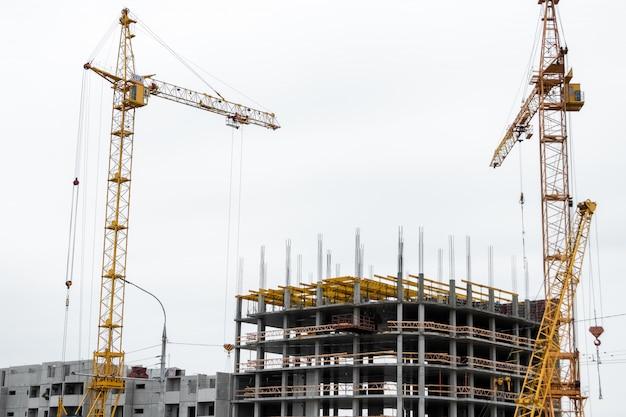 Construcción de edificios sobre tecnología monolítica.
