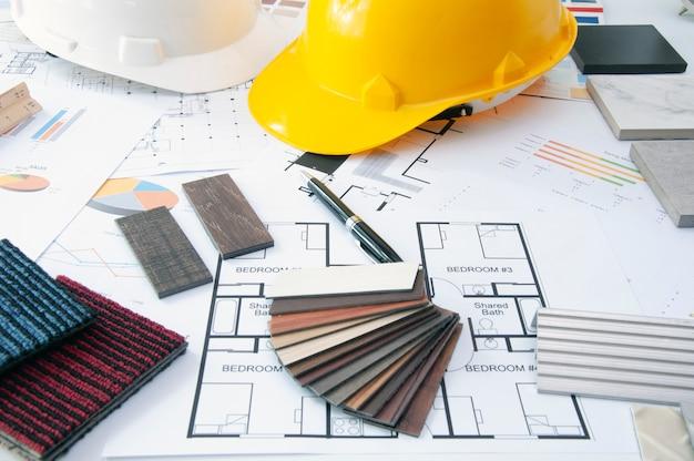 Construcción de materiales en mesa de interiorista. diseño de materiales.