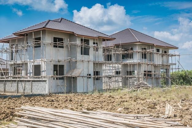 Construcción residencial nueva casa en curso en obra