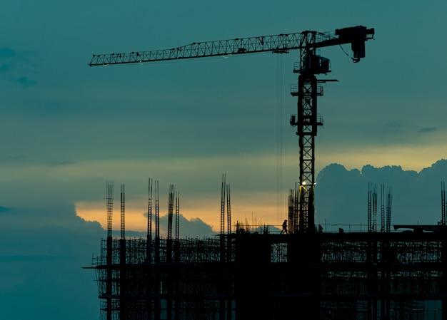 Construcción de silueta, trabajador, concreto y equipo