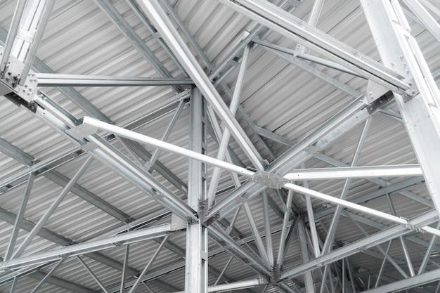 Construcción de techos de edificios modernos de fondo urbano líneas metálicas de construcción