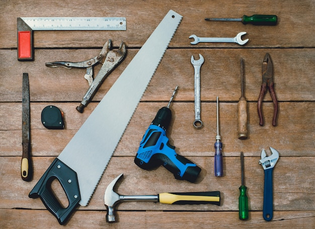 Constructor de instrumentos antiguos o renovación para construir y reparar casa