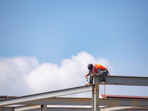 Constructor de soldadura en bastidor de acero de gran altura
