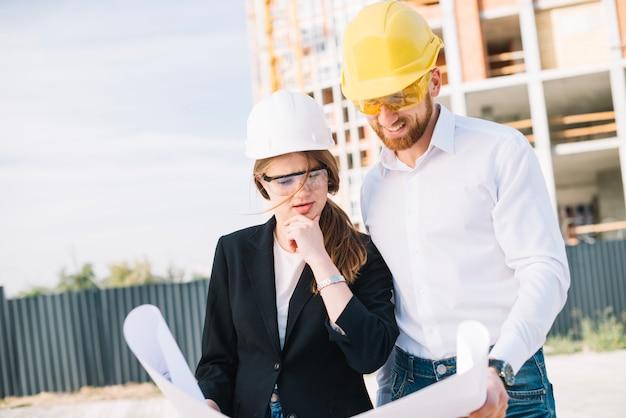 Constructores estudiando borrador