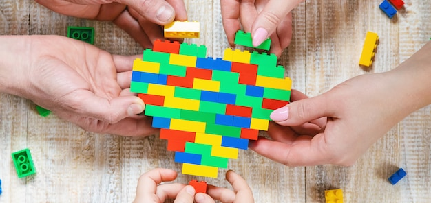Construye un corazón de diseñador lego.