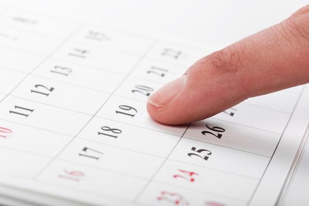 Consulta las fechas en un concepto de calendario de negocios.
