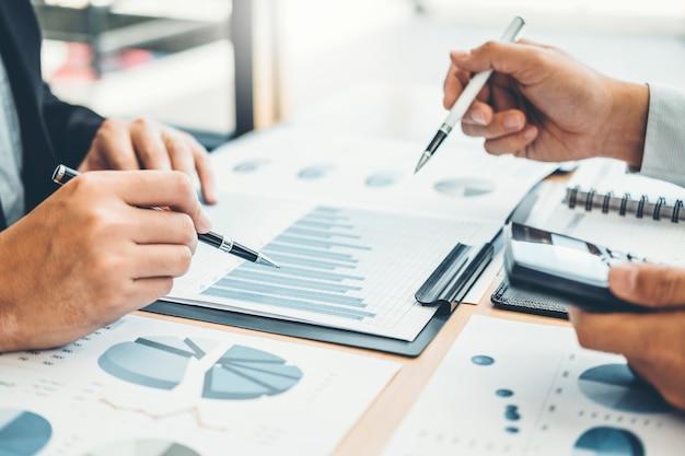 Consultoría co-working business team meeting planificación estrategia análisis de inversión