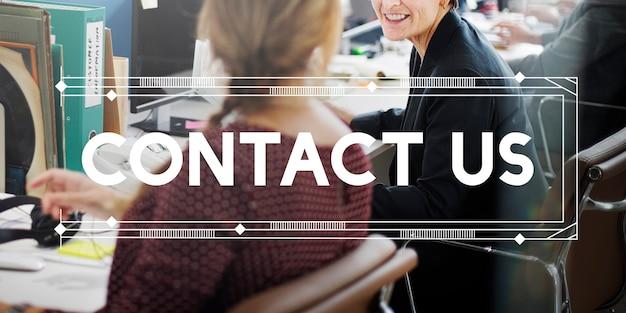 Contáctenos concepto de línea directa de consulta de soporte al cliente