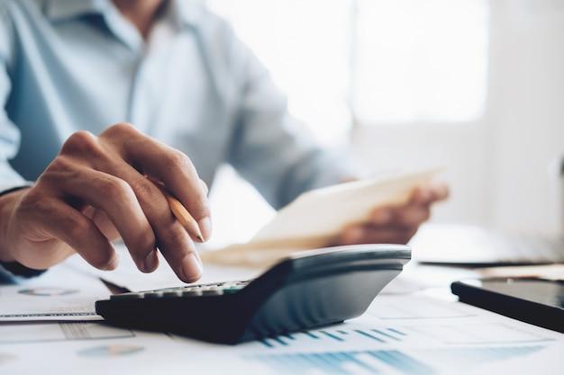 Contador de uso masculino o banquero calculadora