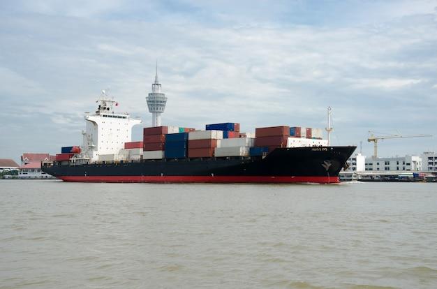 Contenedor de la industria naval