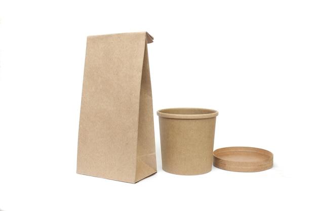 Contenedores de alimentos ecológicos aislados sobre fondo blanco de alimentos de entrega de concepto de reciclaje