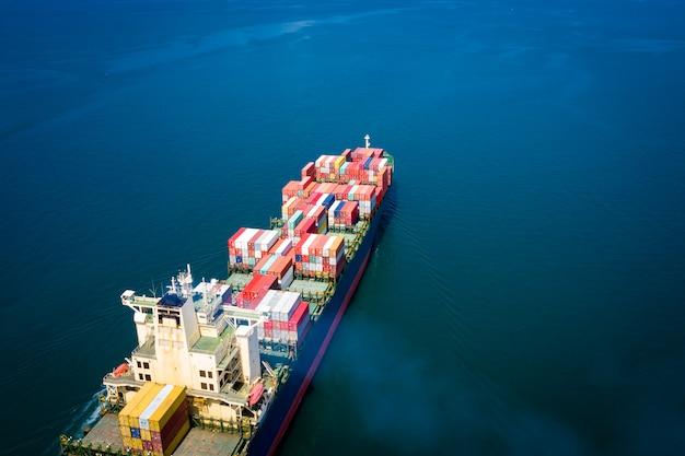 Contenedores de carga logística empresarial transporte por barco vuelo importación exportación carga internacional