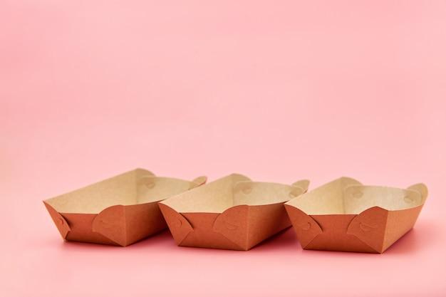 Contenedores ecológicos de comida rápida de papel.