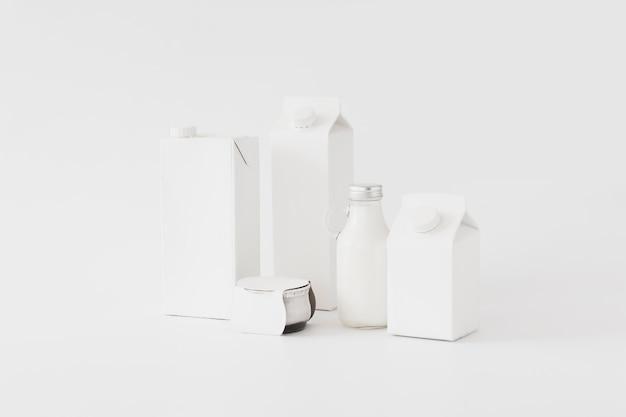 Contenedores para productos lácteos.
