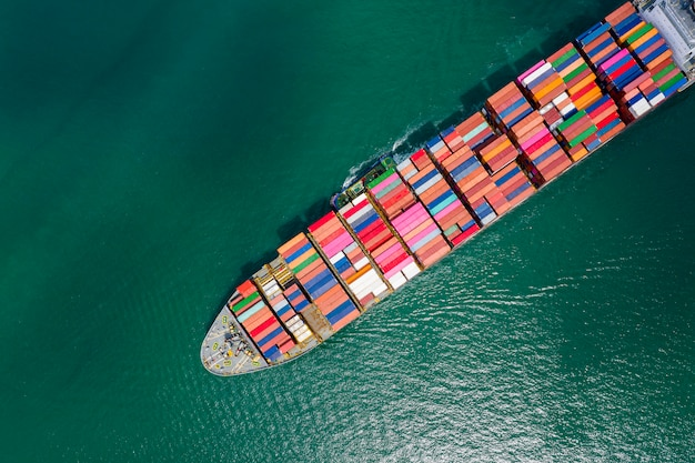 Contenedores de transporte de carga de importación y exportación de negocios.