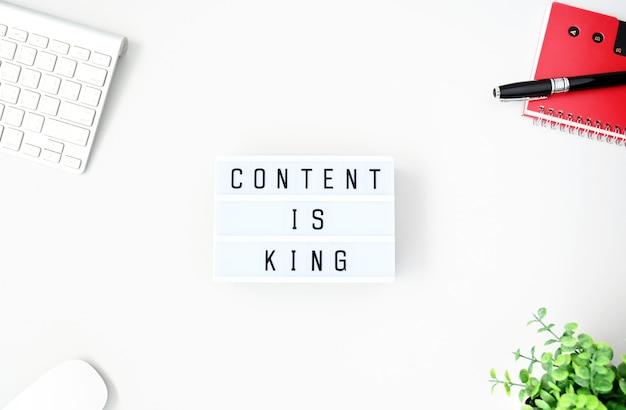 El contenido es el rey business concept flat lay, minimal style