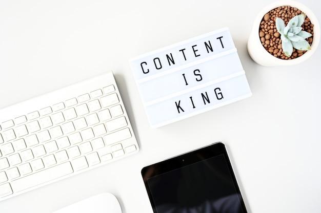 El contenido es el rey business flat lay, estilo minimalista