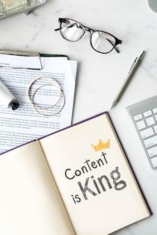 El contenido es rey escrito en un cuaderno