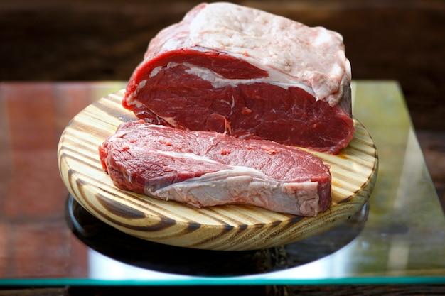 Contra bistec crudo