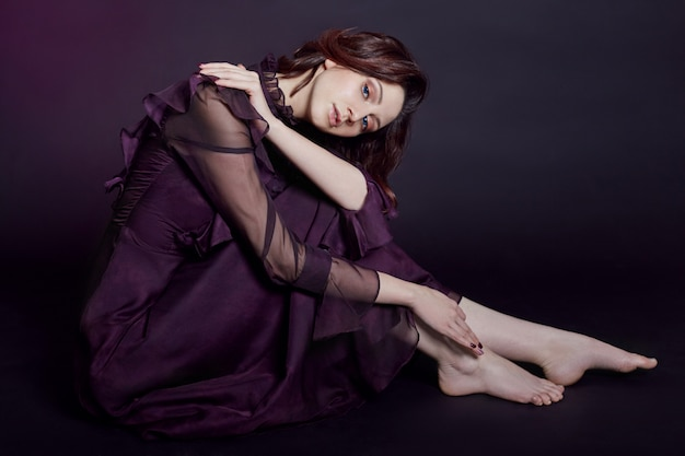 Contraste moda armenia mujer retrato grande azul