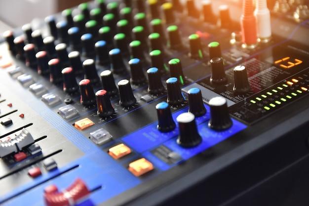 Control de sistema de sonido para entretenimiento musical, control de ecualizador